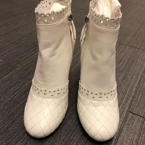 CHANEL brand new size 38.5 white leather booties